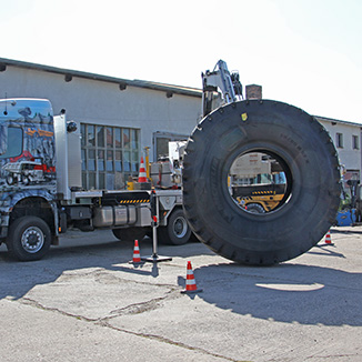 tyre-hand